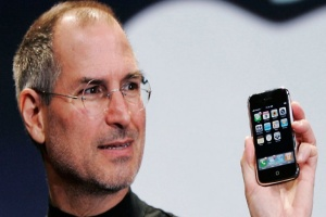 Steve Jobs presenta el primer iPhone