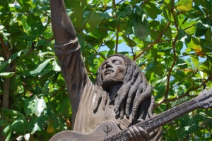 La estatua de Bob Marley en Kingston